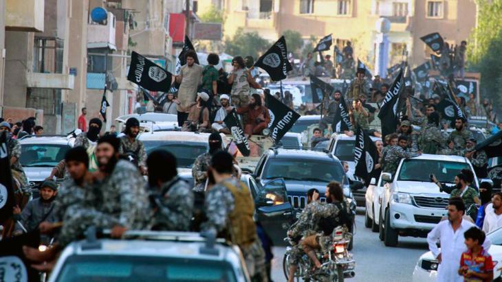 مدينة الرقة السورية بعد سيطرة تنظيم الدولة الإسلامية عليها. Foto: dpa/AP Photo/Raqqa Media Center of the Islamic State