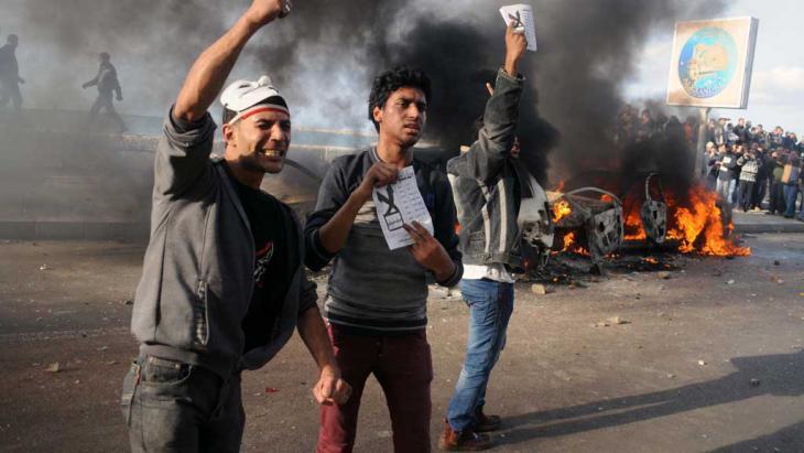 نشطاء في الإلكسندرية يحتجون على الدستور عام 2012.  Foto: AFP/Getty Images
