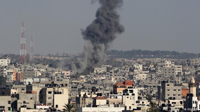Gaza-Stadt unter einer Wolke aus Rauch; Foto: Reuters