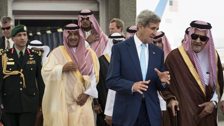 جون كيري وسعود الفيصل. Foto: AFP/Getty images/Brendon Lamarque