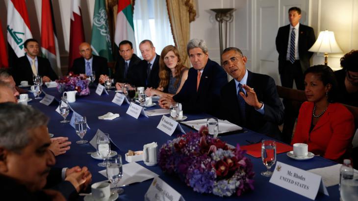 التقى في نيويورك في الـ23 من شهر أيلول/ سبتمبر ممثّلون عن العراق مع الرئيس الأمريكي باراك أوباما ووزير خارجيته جون كيري وسفيرة الولايات المتّحدة الأمريكية لدى الأمم المتّحدة سامانثا باور ومستشارة الأمن القومي سوزان رايس من أجل مناقشة الوضع الراهن في سوريا.  Foto: Reuters/Brandon Lamarque