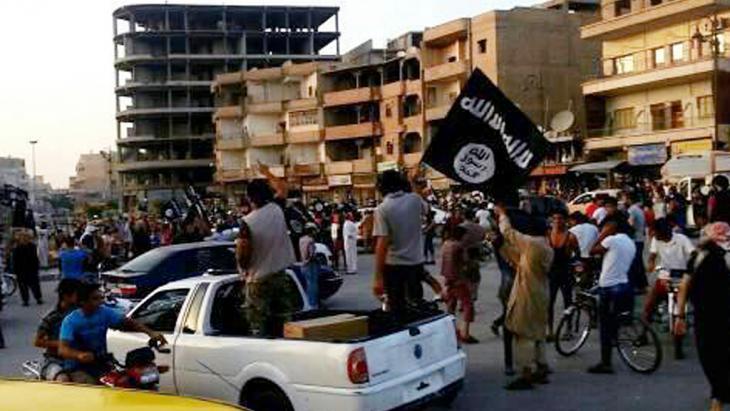 IS-Kämpfer in Raqqa; Foto: picture-alliance/AP
