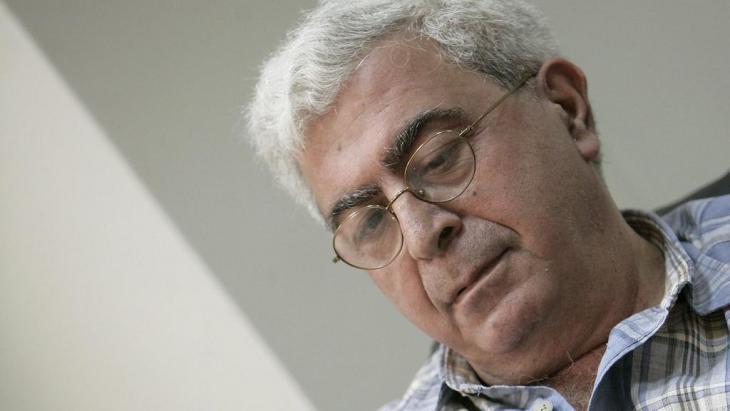 إلياس خوري هو قاص وروائي وناقد وكاتب مسرحي لبناني، ولد في العاصمة اللبنانية بيروت عام 1948. كتب عشر روايات ترجمت إلى العديد من اللغات وثلاث مسرحيات وله العديد من الكتابات النقدية. يشغل حاليا منصب محرر في ملحق الحقيقة وهو الملحق الثقافي الأسبوعي لجريدة النهار.; Foto: dpa/picture-alliance