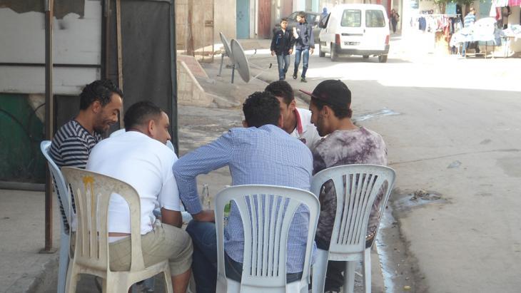 شباب عاطلون عن العمل في تونس. Foto: DW/G.Tarak