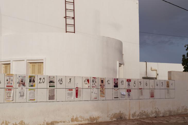 ملصقات انتخابية في مدينة دوز التونسية. Foto: Sarah Mersch