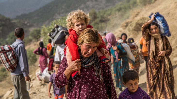 إيزيديون لاجئون من جبال سنجار.  Foto: picture-alliance/abaca/Depo Photos