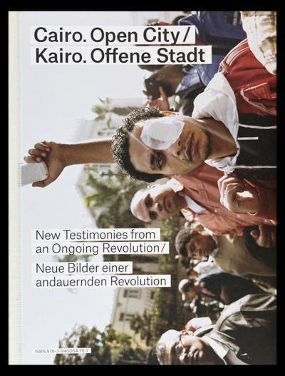 """غلاف كتاب """"القاهرة. مدينة مفتوحة. صور جديدة لثورة مستمرة"""" باللغة الألمانية  Spector Verlag"""