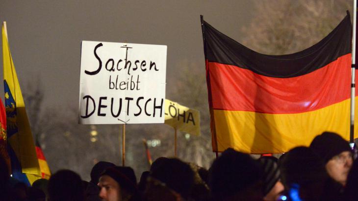 Pegida-Demonstranten in Dresden; Foto: picture-alliance/dpa/P. Endig