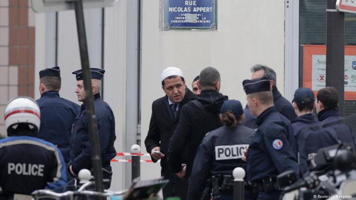أئمة فرنسا يدينون الارهاب باسم الاسلام وسط مخاوف من هجمات انتقامية ضد المسلمين