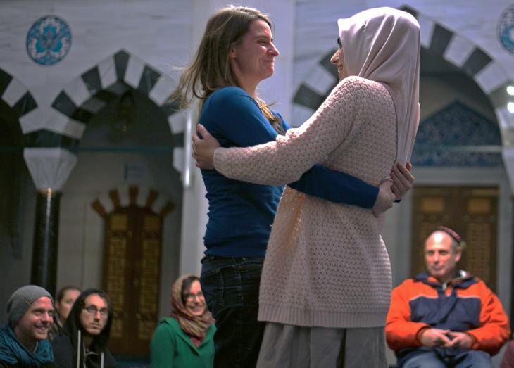 Juden und Muslime während einer Veranstaltung der Salaam-Shalom Initiative; Foto: William Noah Glucroft