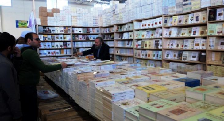 الناشر خالد المعالي في ركن دار نشره ، دار الجمل، في معرض القاهرة الدولي للكتاب 2015. Foto: Amira El Ahl