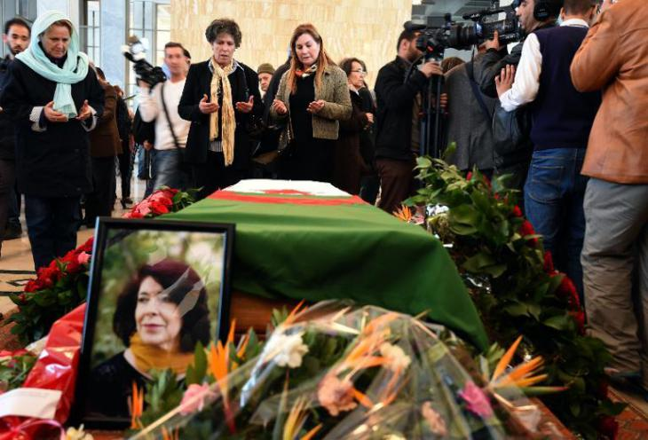 Trauer um Assia Djebar in Alguer; Foto: AFP