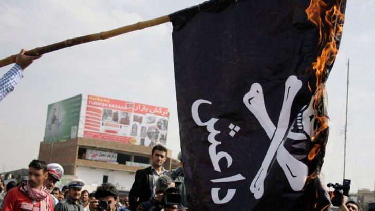 احتجاجات عامة ضدّ تنظيم داعش في كابول بتاريخ الثاني عشر من شهر تشرين الأوَّل/ أكتوبر 2014. Foto: Hambastegi