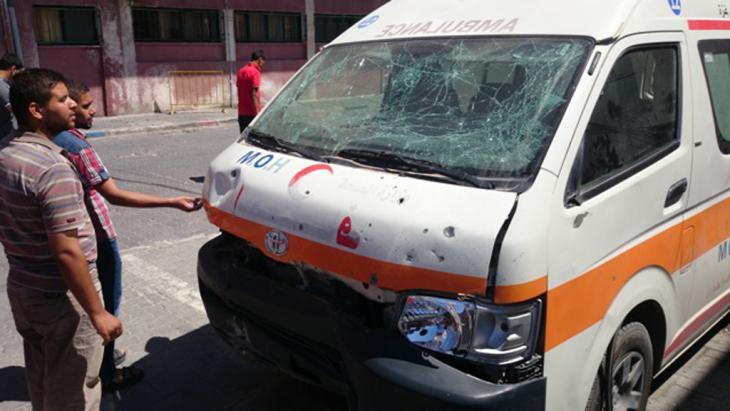 سيارة إسعاف في غزة تعرضت للهجوم أثناء هجمات الجيش الإسرائيلي. (photo: DW/S. al Farra)