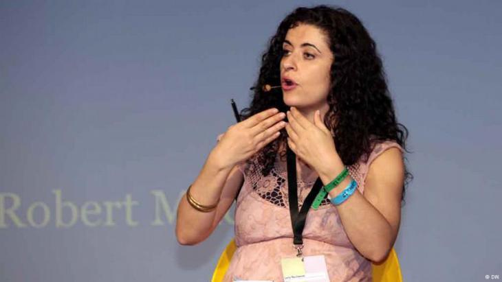 ليلى نشواتي عضو لجنة التحكيم عن اللغة العربية