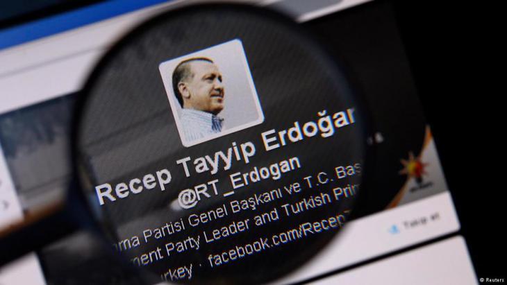 تم في عام 2013 إغلاق موقعي يوتيوب وتويتر في تركيا بشكل مؤقت. Foto: Reuters