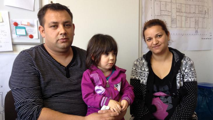 عائلة غجرية من صربيا في أحد ملاجئ استقبال اللاجئين في مدينة مايسن شرق ألمانيا. Foto: DW/S. Wassermann