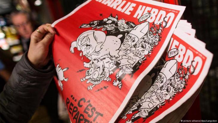 """Die erste Ausgabe des Satire-Magazins """"Charlie Hebdo"""", sieben Wochen nach dem Anschlag auf die Redaktion in Paris, im Februar 2015. Foto: DPA"""