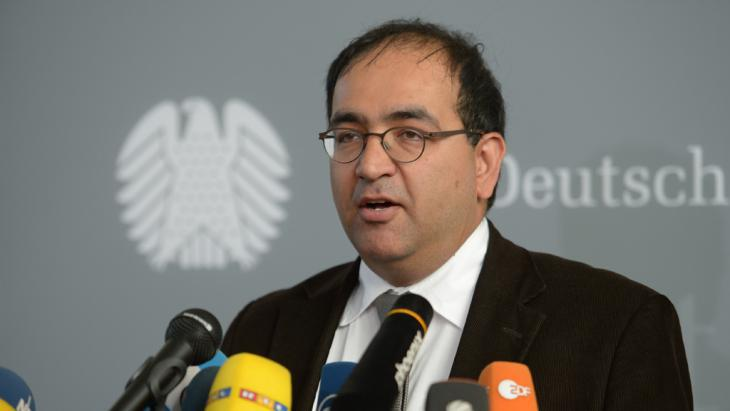 """نائب حزب الخضر، أوميد نوريبور، انتقد سياسة برلين اتجاه الوضع في اليمن، واصفاَ حقيقة أن ألمانيا تقف إلى جانب السعودية في هذا الصراع بـ""""الأمر السخيف""""."""