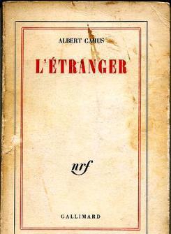 """غلاف النسخة الفرنسية للرواية """"الغريب"""""""