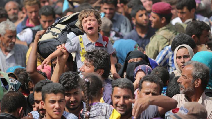 Flucht der Zivilbevölkerung aus Ramadi im April 2015; Foto: picture-alliance/abaca/Ali Mohammed
