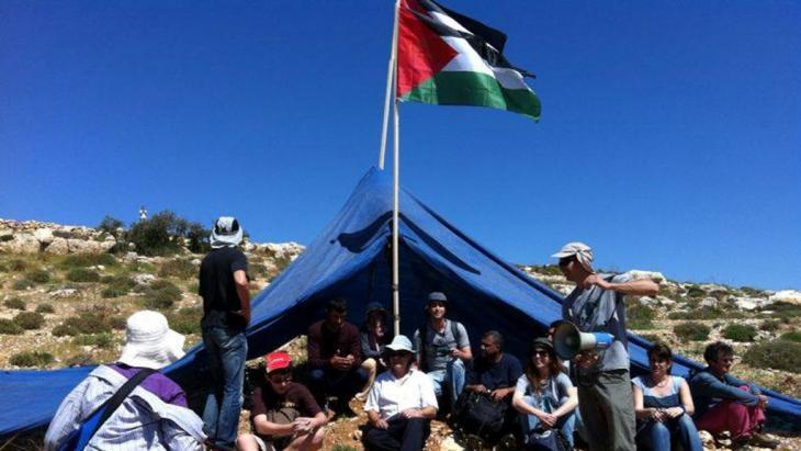 Combatants-Aktivisten für Frieden protestieren gegen die Erweiterung einer israelischen Siedlung; Foto: Itmar Feigenbaum
