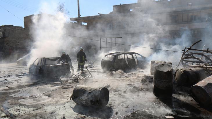 البراميل المتفجرة تقتل الأبرياء في حلب الصورة از الرفاعي غيتي ايميجيس