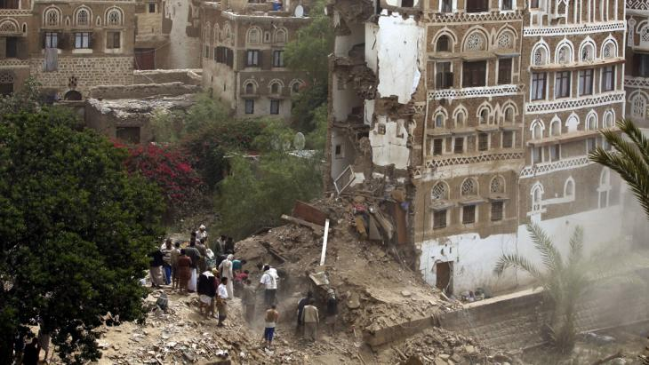 منزل مدمَّر في صنعاء القديمة. Foto: picture alliance/Y. Arhab