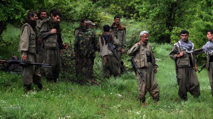 مقاتلون من حزب العمال الكردستاني. Foto: SAFIN HAMED/AFP/Getty Images