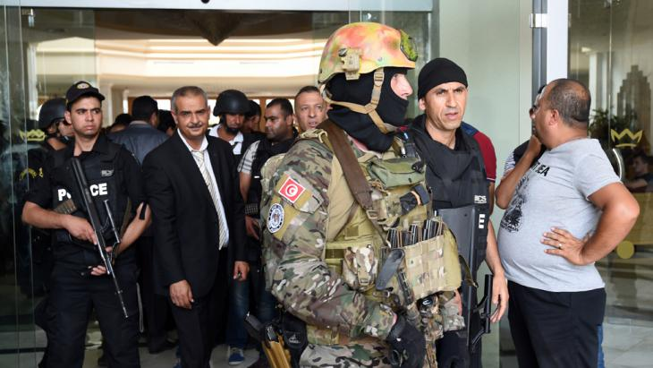 Tunesische Sicherheitskräfte am Anschlagsort in Sousse, Foto: Getty Images/AFP/Fethi Belaid