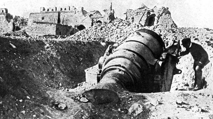 Ein Mörsergeschütz in dem von britischen und französischen Truppen besetzten Fort Seddil-Bahr im türkischen Gallipoli, aufgenommen 1915, Foto: picture-alliance/bildarchiv