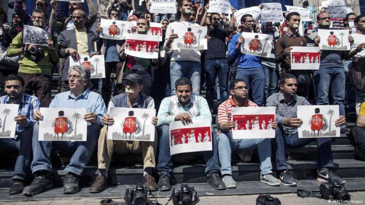 صحافيون مصريون يتظاهرون ضد قانون مكافحة الإرهاب