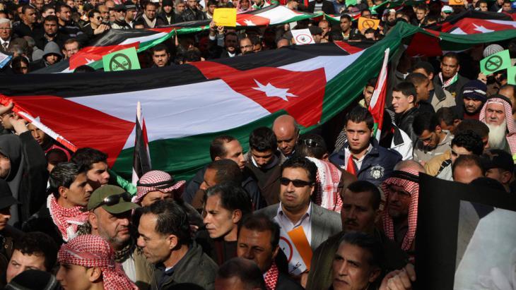 """Mitglieder der """"Islamic Action Front"""" demonstrieren am 18.01.2013 für politische Reformen in Amman; Foto: Reuters"""