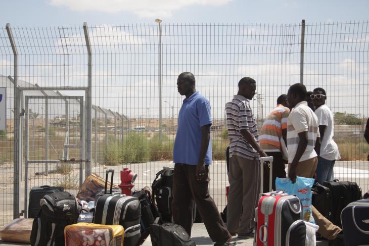 Refugees outside Holot (photo: Ylenia Gostoli)