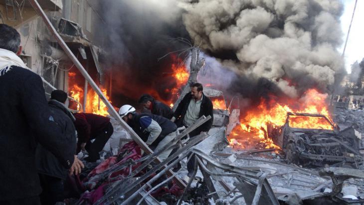 المدنيون يموتون في حلب بسبب براميل الأسد المتفجرة. Foto: Getty Images