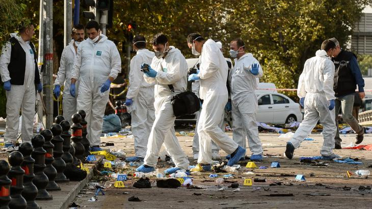 Forensic teams at the bomb site in Ankara (photo: Getty Images/G.Tan)