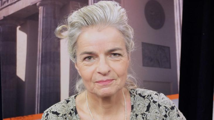 الصحافيَّة السياسيَّة والكاتبة الألمانية شارلوته فيديمان. Foto: DW