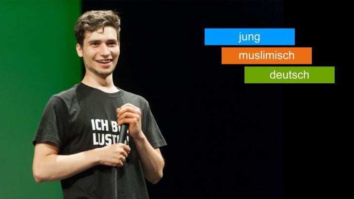 """يوسف عَدلة مؤسس مجموعة شعرية ذات أسلوب نقدي لاذع """"آي صلام"""" i,slam في ألمانيا. (photo: Arne List)("""