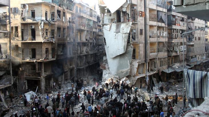 Zerstörtes Gebäude in einem Wohnviertel von Aleppo; Foto: Mohmmed Al Khatieb/AFP/Getty Images