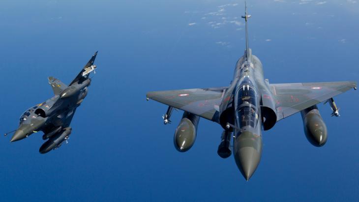 Französische Kampfjets vom Typ Mirage; Foto: picture-alliance/dpa/Amboise /Ecpad/Sirpa Air Hand