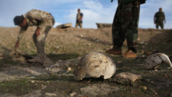من ضحايا تنظيم داعش الإيزيديين في سنجار بالعراق. (photo: Getty Images/J. Moore)