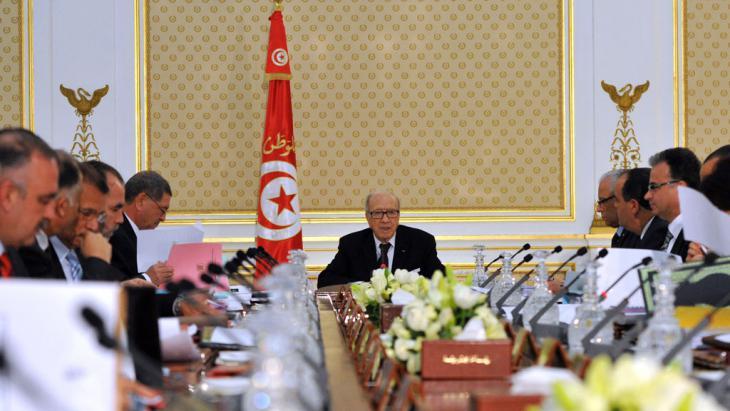 Tunesiens Präsident Beji Caid Essebsi bei einer Kabinettssitzung; Foto: Getty Images/AFP/F. Belaid