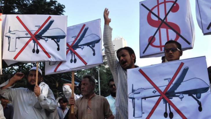 احتجاج ضد الطائرات المسيرة من دون طيار في باكستان. dpa