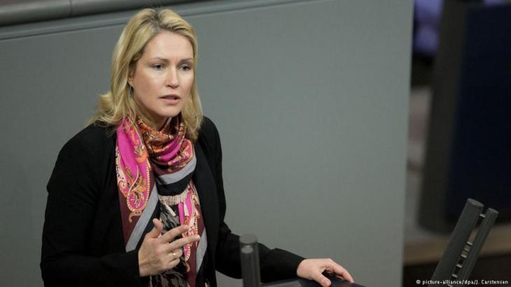 """وزيرة شؤون النساء الألمانية مانويلا شفيسيغ تقول: """"كل اعتداء (جنسي) واحد بمفرده هو كثير للغاية""""."""