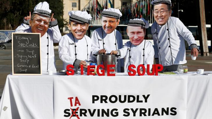 نشطاء محتجون على مفاوضات جنيف حول سوريا. Foto: Reuters/D. Balibouse