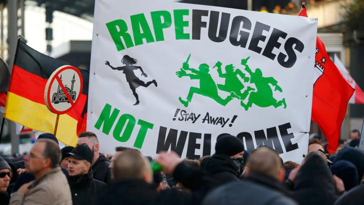 متظاهرون من حركة بيغيدا في كولونيا. Foto: Reuters/W.Rattay