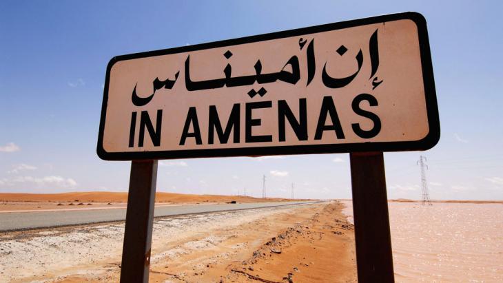 يافطة تشير إلى منطقة أميناس الجزائرية. Foto: picture alliance/dpa