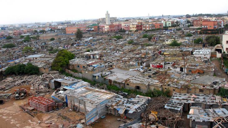 Blick auf ein Bidonville am Stadtrand von Casablanca, Marokko, Foto: picture-alliance/dpa