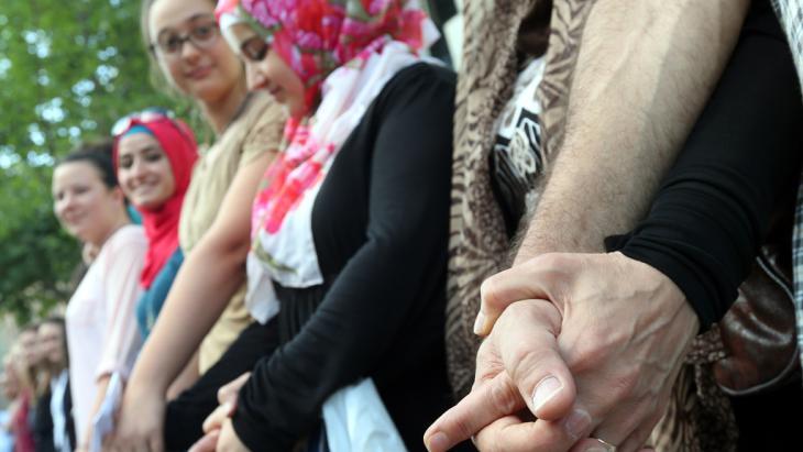 Flashmob gegen antisemitische Hetze Berlin; Foto: picture-alliance/dpa/Wolfgang Kumm