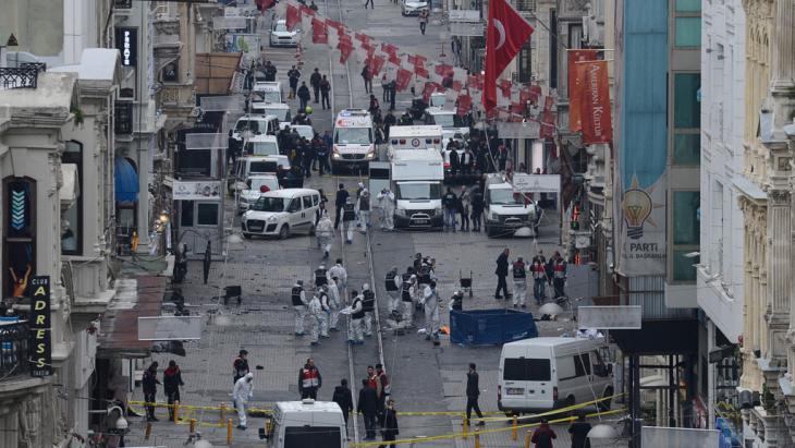 هجوم إرهابي على المشاة في شارع الاستقلال في اسطنبول يوم 19 مارس/ آذار 2016. (photo: Bulent Kilic/AFP/Getty Images)